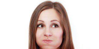 mulher fazendo bochecho
